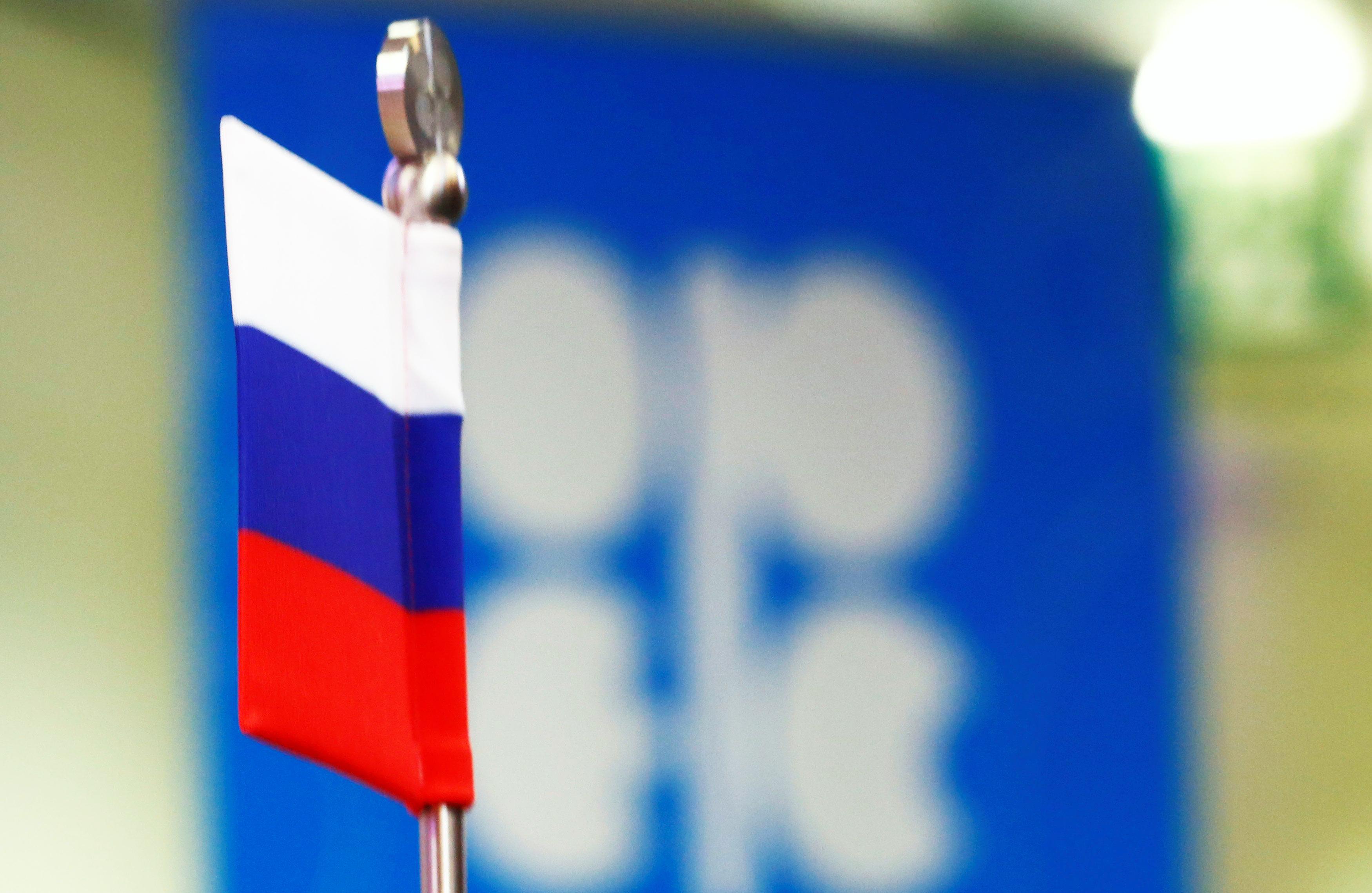 ОПЕК и РФ могут продлить соглашение о сокращении добычи нефти
