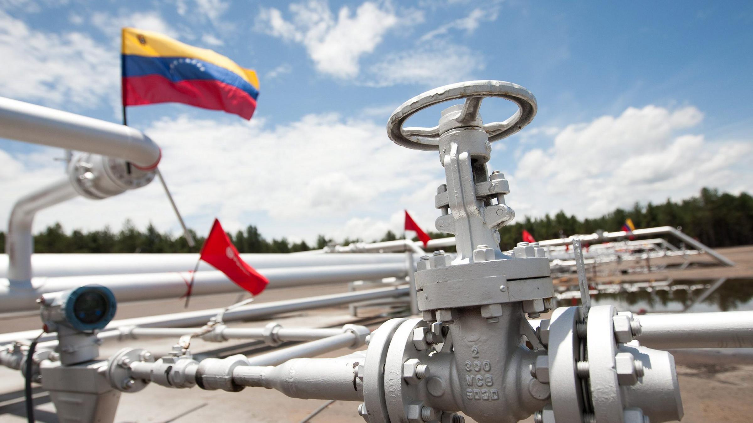 В Венесуэле добыча нефти упала до уровня 1945 года