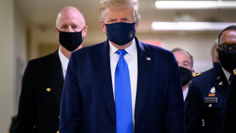 Трамп предупредил американцев об обострении пандемии. И дал совет