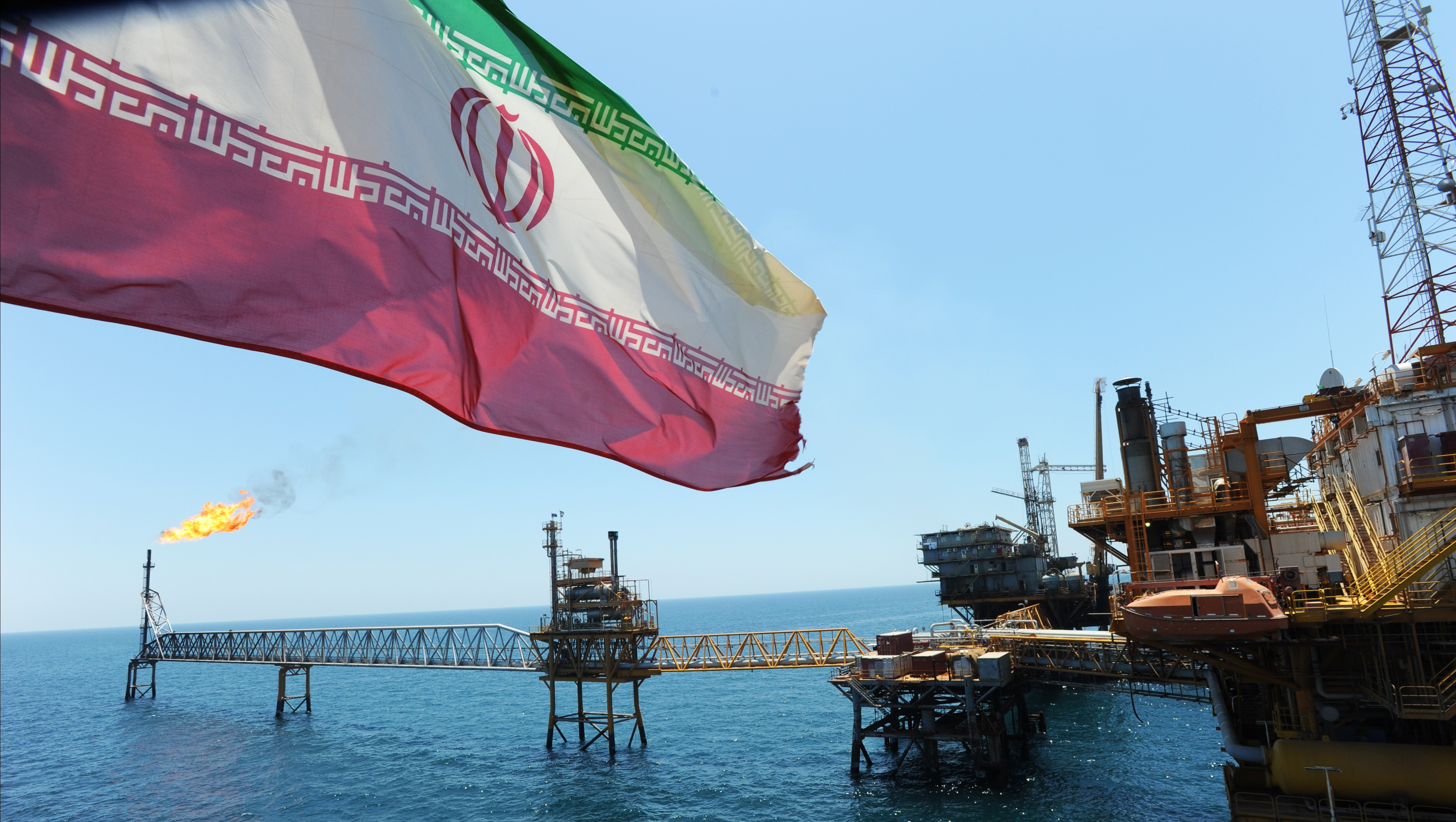 Иран сократил нефтедобычу до сорокалетнего минимума