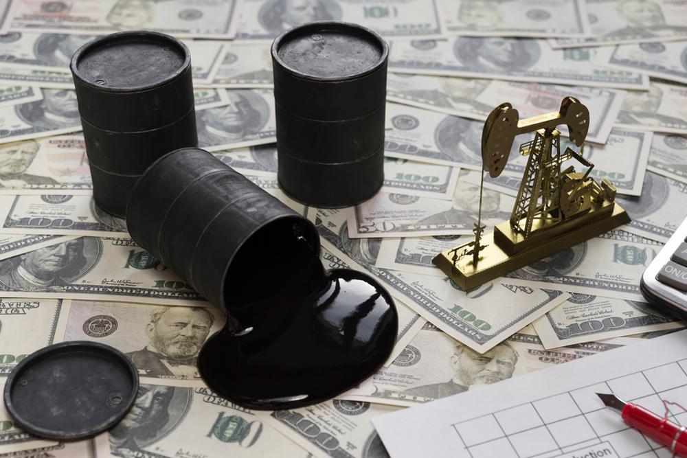 Цены на нефть ускорили рост из-за штормов в Мексиканском заливе