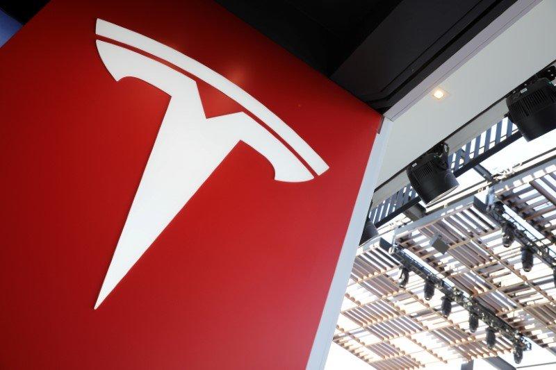 Акции Tesla полетели вверх на новостях о сплите 5-к-1