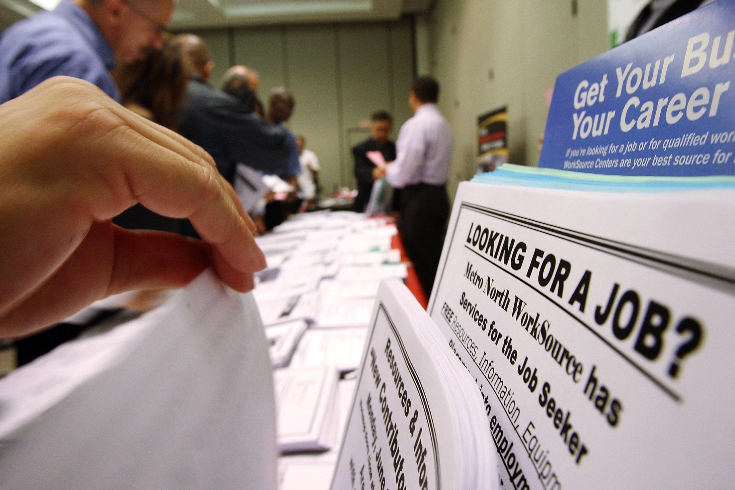Количество пособий по безработице в США сократилось до минимума с марта