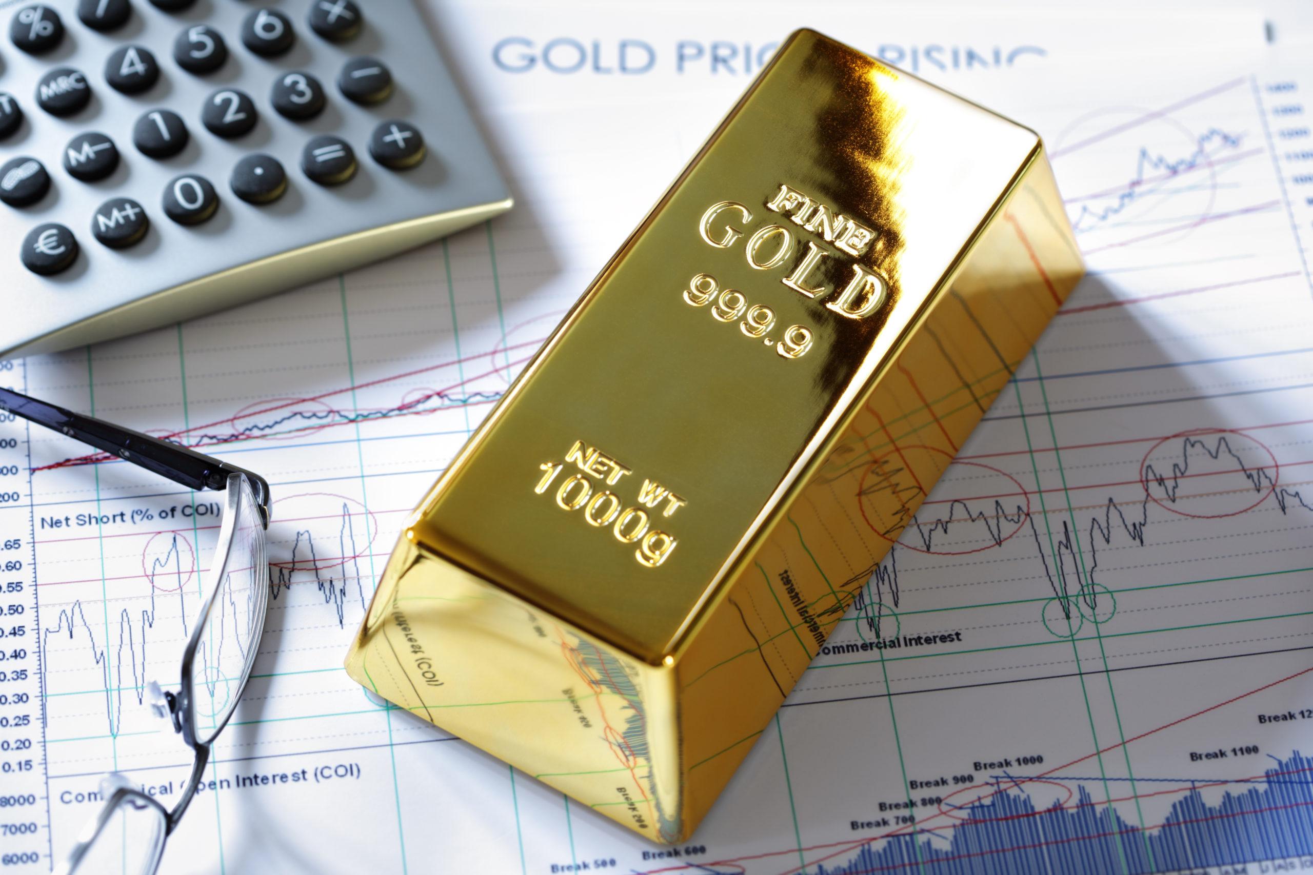 Золото активно снижается на бирже