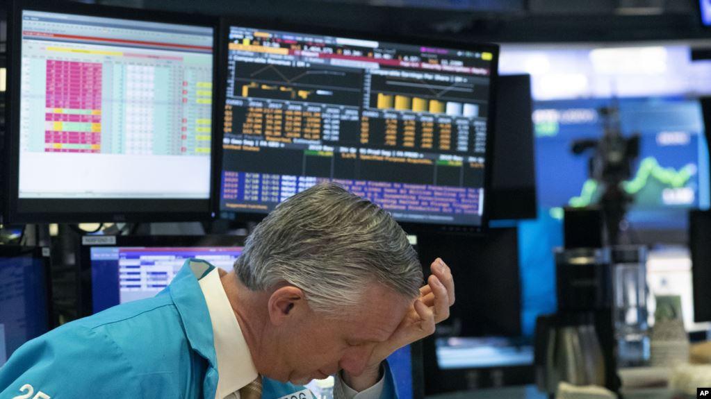 Инвесторы спешат забрать деньги из России